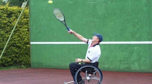 Ivor_Serving_May_2007.jpg
